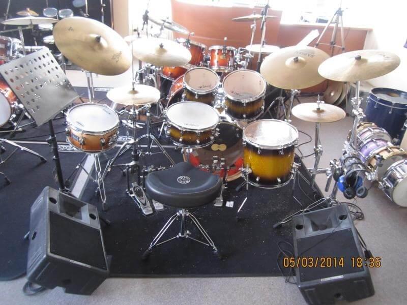 Rock kit student achter