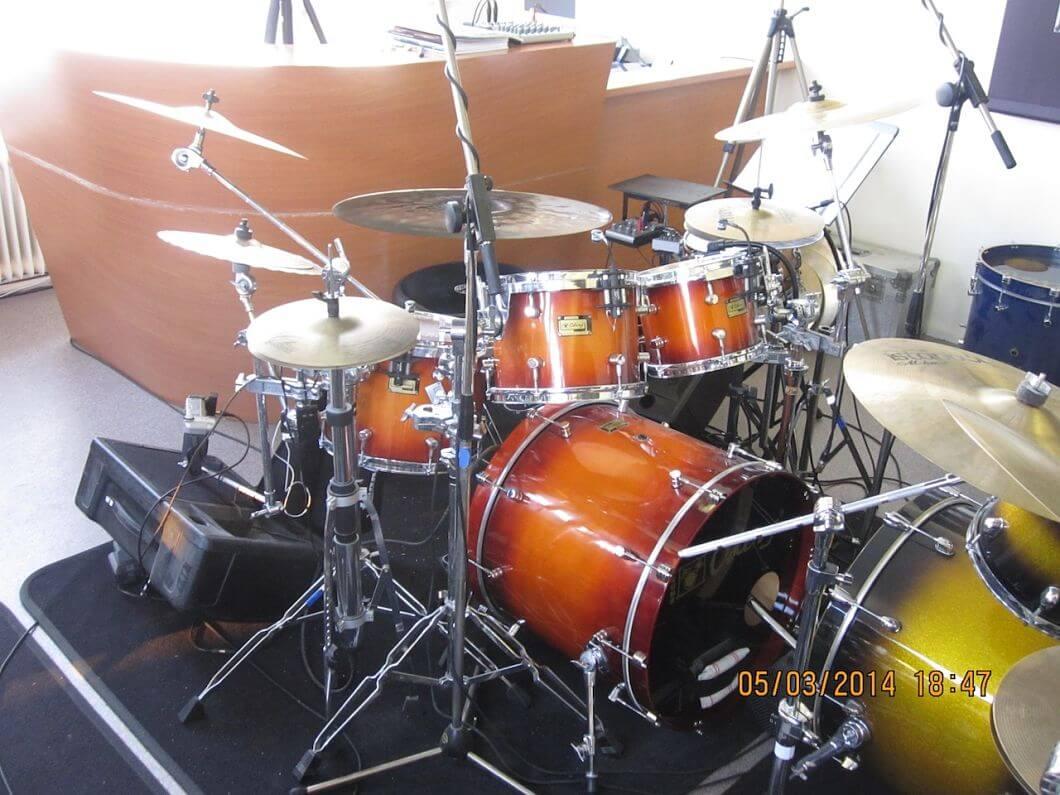Drumles Rock drumkit docent front