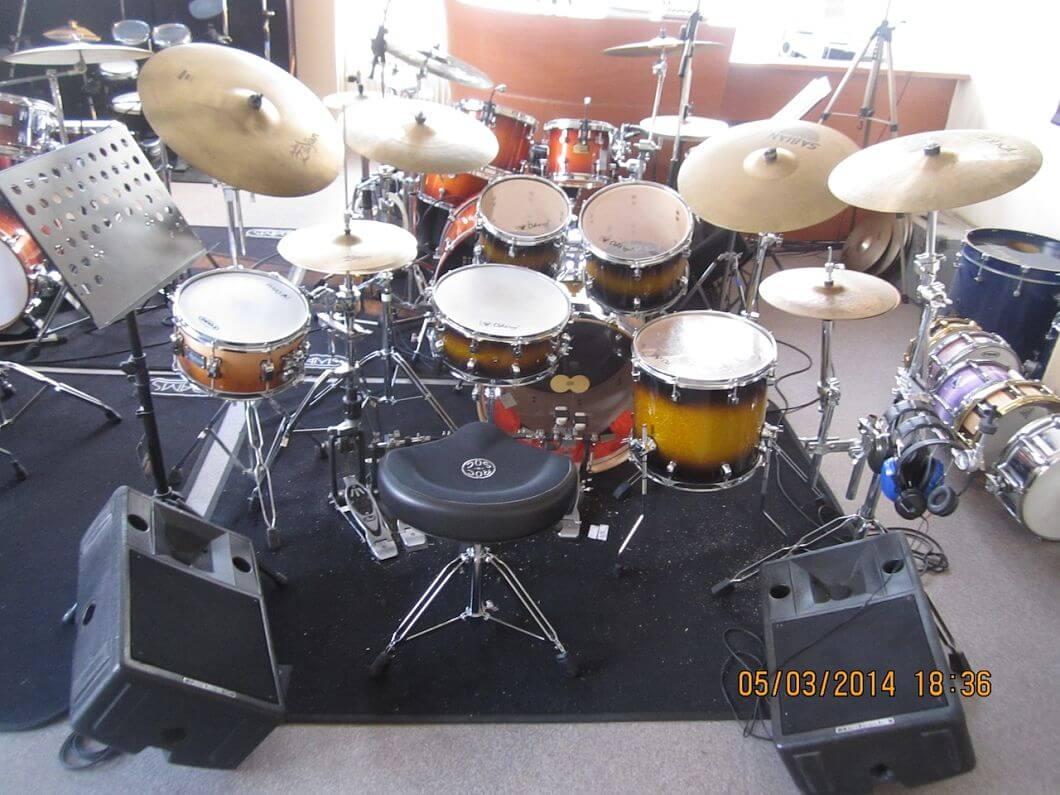 Drumles Rock drumkit student back