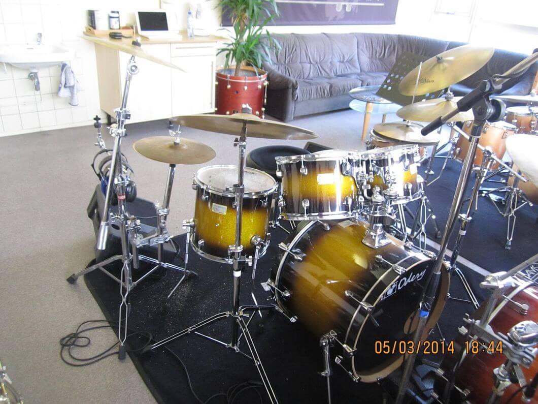 Drumles Rock drumkit student front