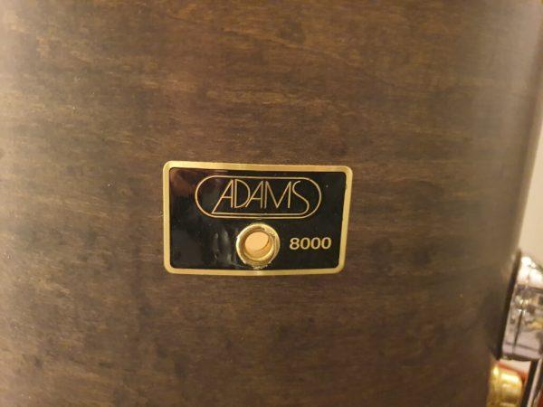 Adams 8000 tom badge bij Skillz Drum Academy